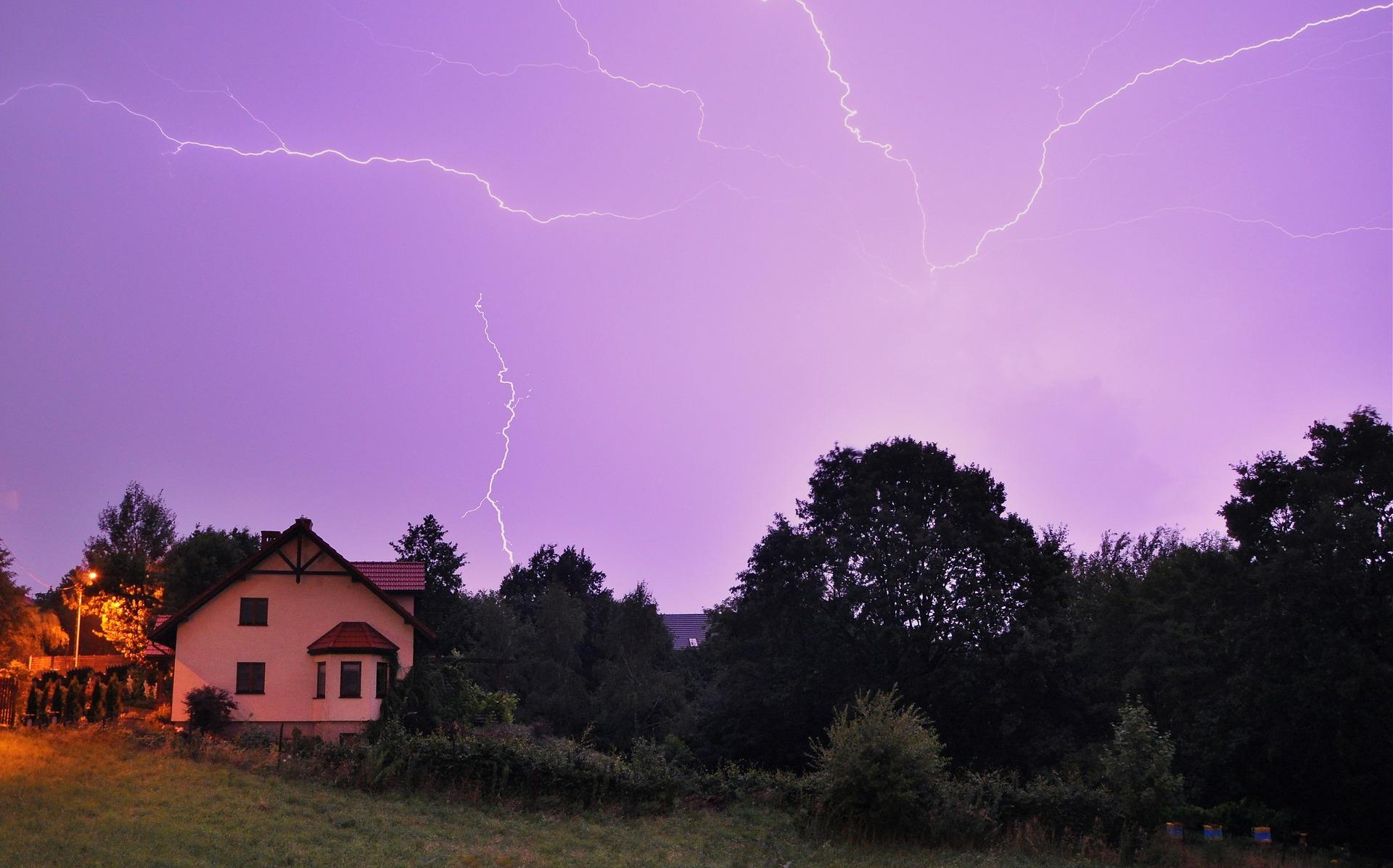 storm-2496251_1920.jpg