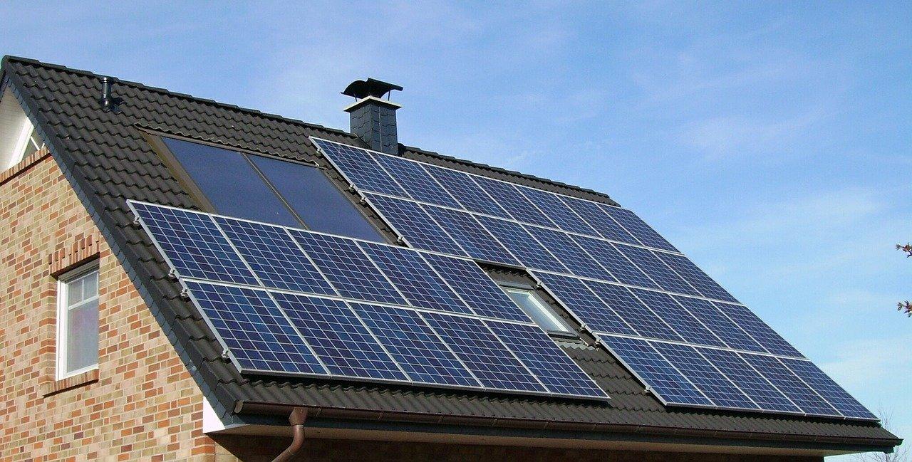 solar-panel-array-1591358_1280.jpg